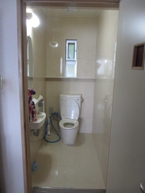 トイレ壁・土間石貼り