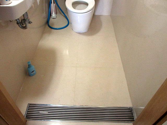 トイレの土間石貼り